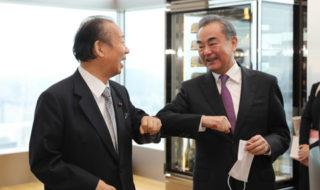 二階幹事長、中国 王毅外相