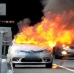 走行中の韓国電気自動車が炎上